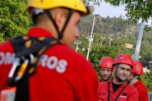 Bombeiros resgataram 14 pessoas do Teleférico da Penha