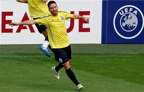 João Moutinho no onze do F. C. Porto em Villarreal
