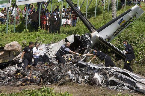 """Comandante dos bombeiros afirma que """"piloto foi herói"""""""