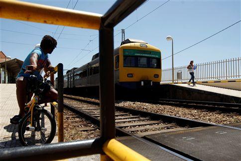 """Utentes """"indignados"""" com supressão temporária de comboios"""
