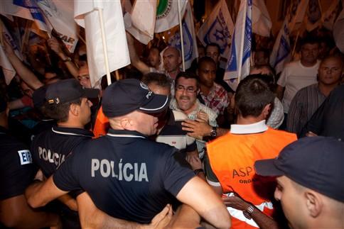 Polícias travam polícias junto ao Ministério das Finanças