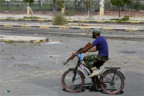 Combatentes pró-Kadafi ainda resistiam, esta quinta-feira, em Sirte