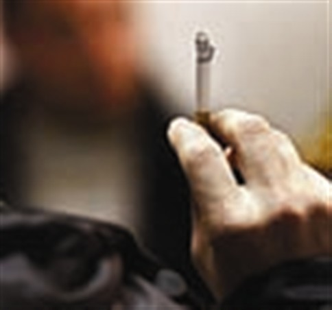 Médicos ingleses querem proibir tabaco dentro dos carros