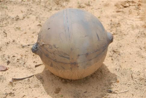 Esfera metálica caiu do céu na Namíbia