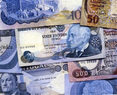 Portugueses ainda guardam 163 milhões em notas e moedas de escudo Ng1758752