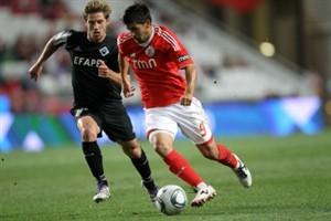 Benfica vence Académica por 4-1 e iguala líder F.C. Porto
