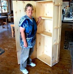 Construir o próprio caixão para poupar no enterro