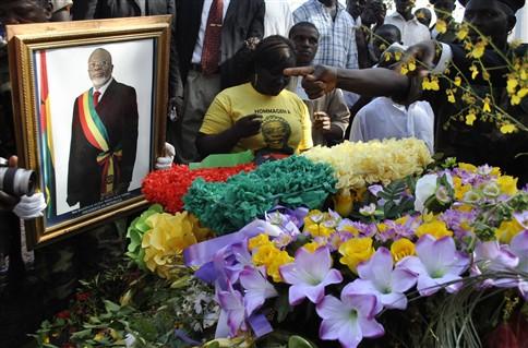 """Milhares prestaram homenagem """"sentida"""" ao presidente da Guiné-Bissau"""