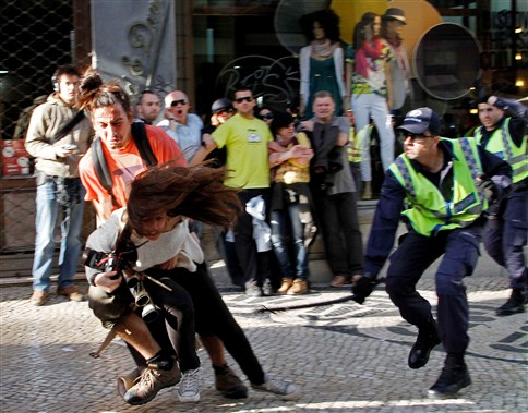 PSP agride jornalista da France Press em Lisboa