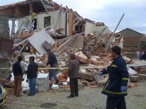 Explosão violenta em Murça destruiu casa e fez um ferido grave