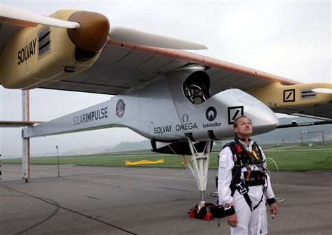 Avião movido a energia solar faz primeiro voo intercontinental