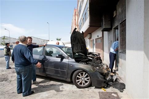 PSP desencadeia operação para dissuadir autores de incêndios a carros