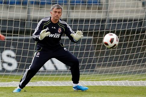 """Mourinho diz ser """"um dever"""" estar ao lado dos seus jogadores no Euro 2012"""