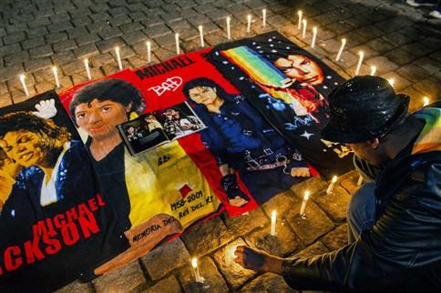 Fãs de Michael Jackson prestaram homenagem três anos após a morte do cantor