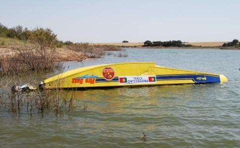 Avião da Proteção Civil falha enchimento e amara na barragem do Roxo