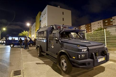 Polícia cerca bairro da Amadora e detém 15 pessoas
