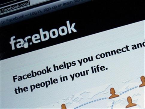 Mãe descobre que filha morreu através do Facebook
