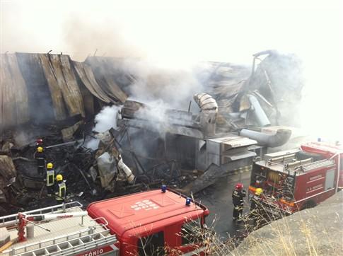 Incêndio destruiu lojas do Retail Park de Portimão