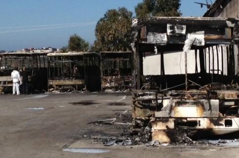 Incêndio destrói oito autocarros e deixa alunos sem transporte