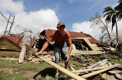 """Furação """"Sandy"""" causa 40 mortos no Haiti, Cuba e Jamaica"""
