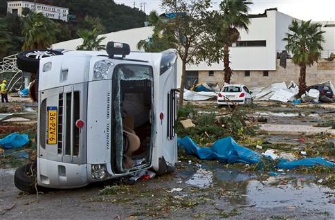 Tornado no Algarve causou 13 feridos e deixou rasto de destruição