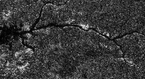 Captadas imagens únicas de um rio extraterrestre