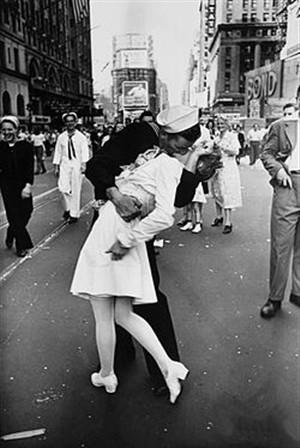 Autores do beijo mais famoso do mundo reencontram-se 67 anos depois