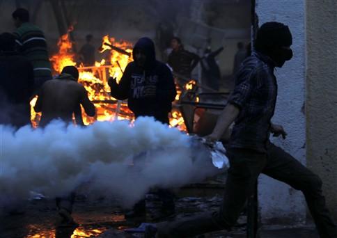 Confrontos no Egito fazem 30 mortos e 300 feridos