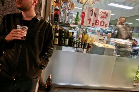 Nova lei do álcool não impede menores de 18 anos de beberem vinho e cerveja
