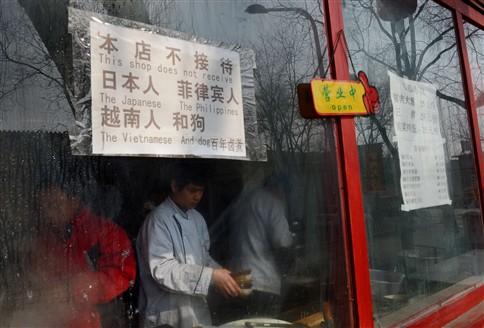 """Restaurante na China recusa servir """"japoneses, filipinos, vietnamitas e cães"""""""