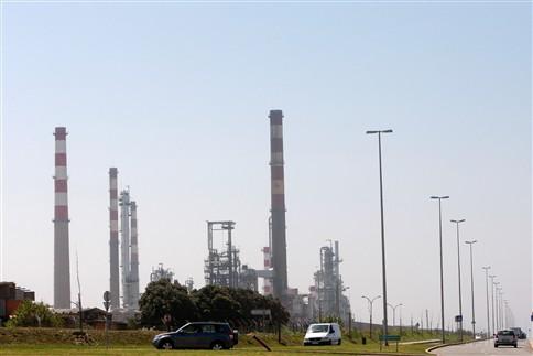 Petrogal condenada a devolver salário descontado a grevista