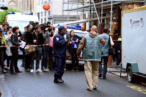 Homem suicida-se diante de 10 crianças em Paris