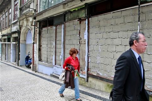 Todos os dias fecham seis lojas no Porto