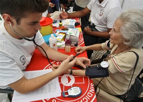 Enfermeiros querem passar receitas de medicação e exames