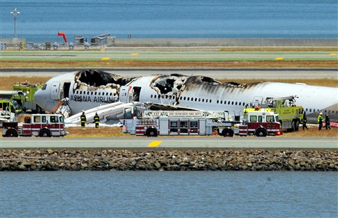 Dois mortos em acidente com avião no aeroporto de São Francisco