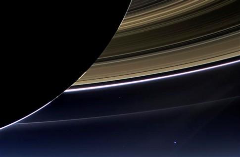 Planeta Terra fotografado desde Saturno
