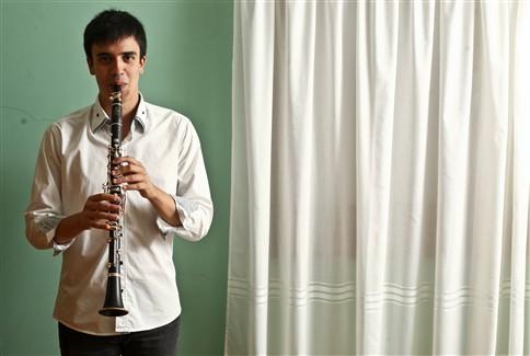 O jovem clarinetista Tiago Bento, de 21 anos, ganhou o
