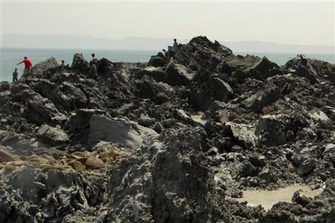 """Nova """"ilha"""" surge no mar Arábico após sismo no Paquistão"""