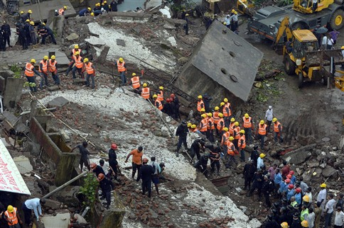 Dois mortos e 60 pessoas encurraladas após colapso de edifício em Bombaim