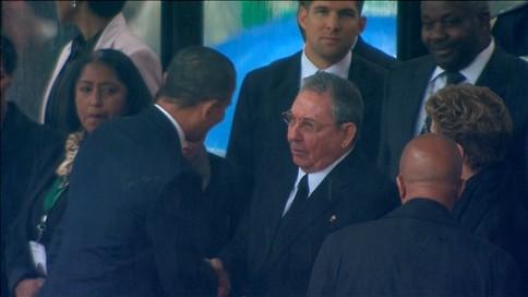 """Cuba vê """"sinal de esperança"""" no aperto de mão entre Obama e Castro"""