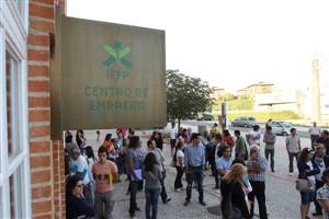 """Desempregados tratados como """"bandidos"""" em centros de emprego"""