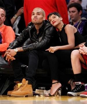 Rihanna confirma namoro com Chris Brown