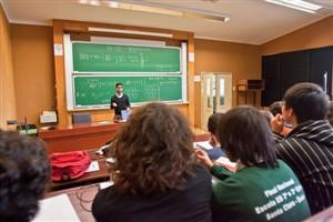 Bruxelas insta Portugal a rever condições de professores a prazo