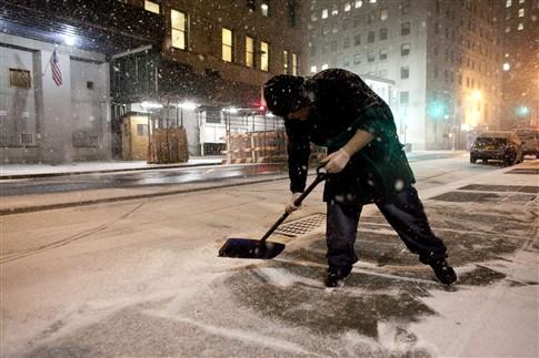 Milhares de voos cancelados devido à tempestade de neve no nordeste dos EUA