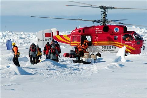 Passageiros do navio russo rumam à Tasmânia após resgate na Antártida