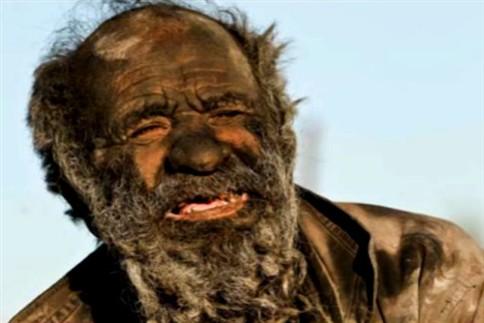 Homem iraniano não toma banho há 60 anos