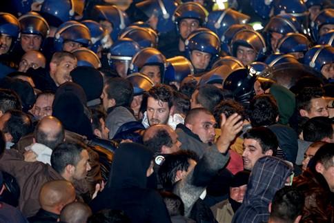 Dez feridos na maior manifestação de sempre de polícias