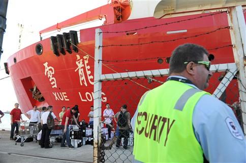 """Buscas do avi�o desaparecido concentram-se na zona """"mais inacess�vel da Terra"""""""
