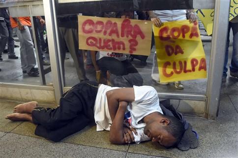 Confrontos em nova manifestação contra o Mundial 2014 no Brasil