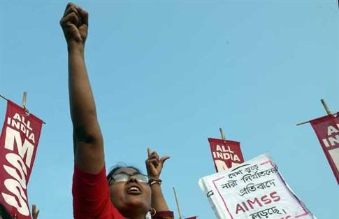 Mais uma mulher violada e queimada na Índia